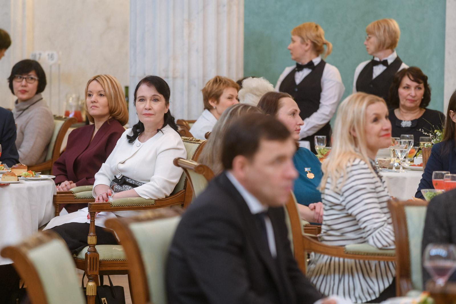 Евгений Куйвашев поздравил свердловчанок с Международным женским днем на торжественном приеме