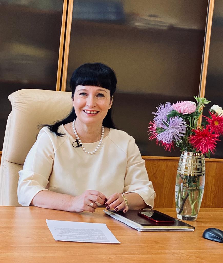 Директор Института экономики д.э.н. Юлия Лаврикова поздравляет с Днем науки