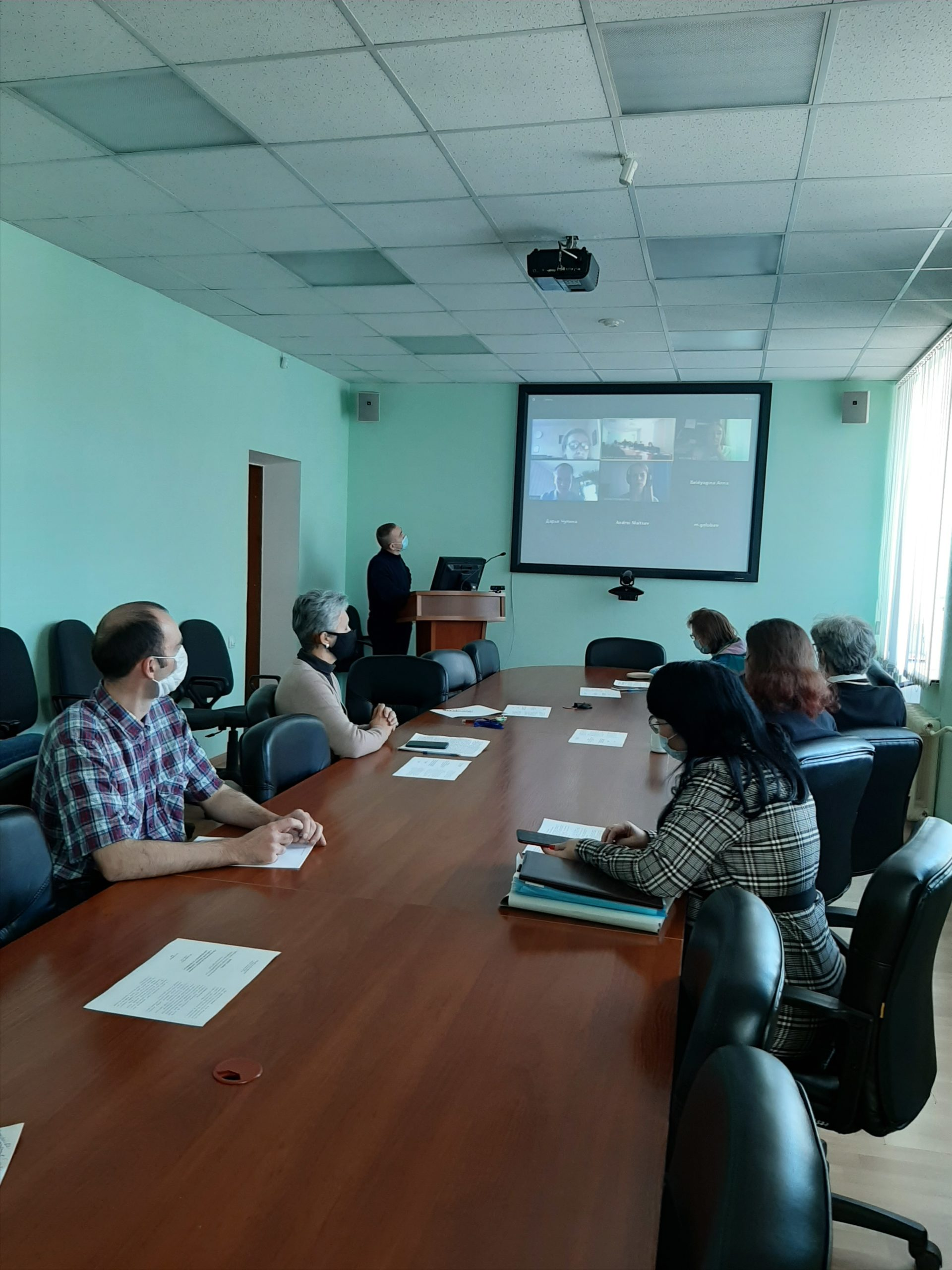 В Институте экономики УрО РАН прошел проблемный семинар «Экспортный код регионов в условиях глобальной пандемии: специфика, трансформация и устойчивость»