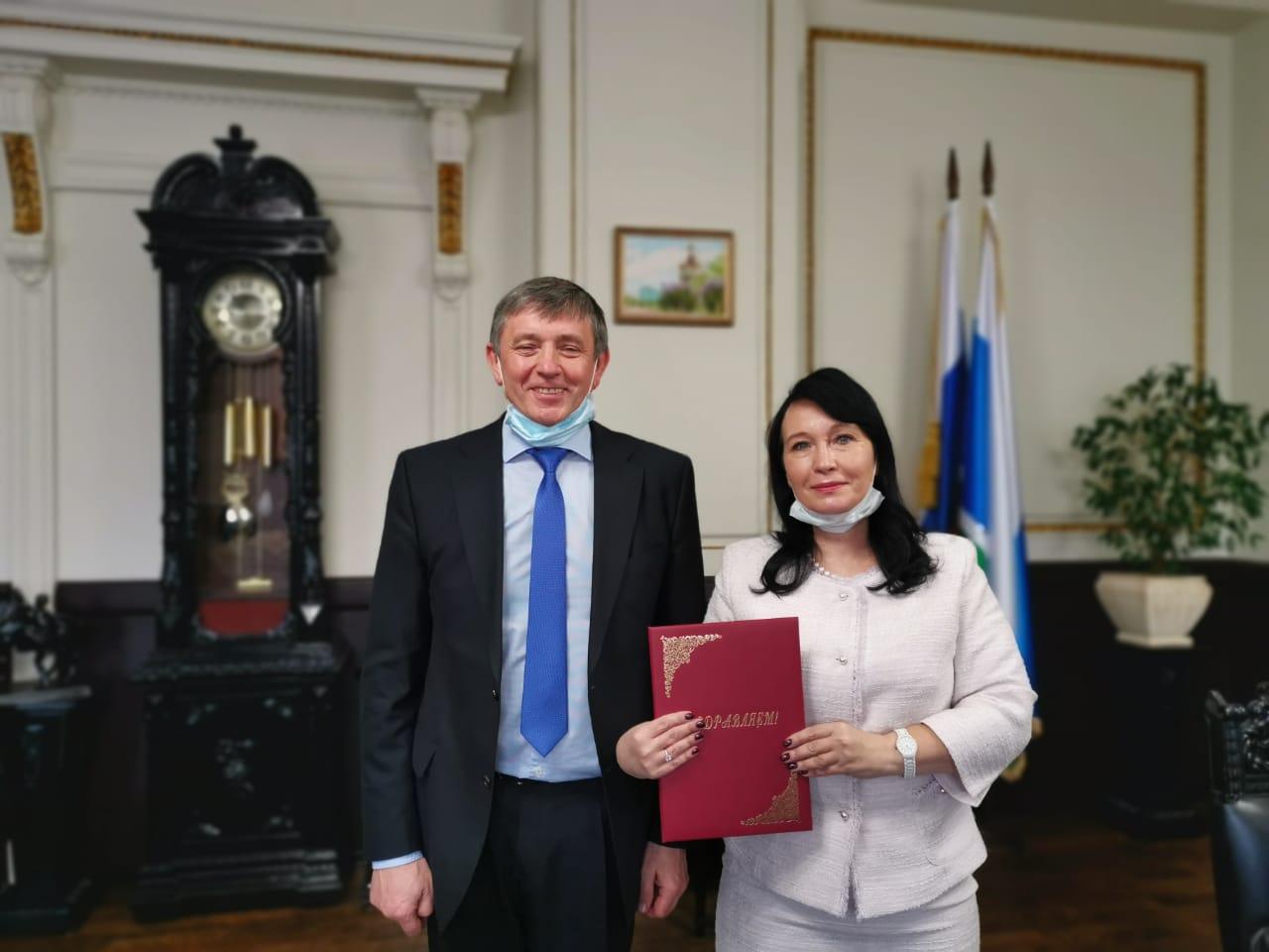 Директор Института экономики УрО РАН Юлия Лаврикова поздравила УрФУ со 100-летним юбилеем